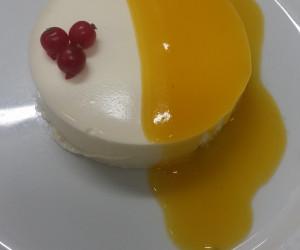 Pastel de queso y yogur con crema de limón