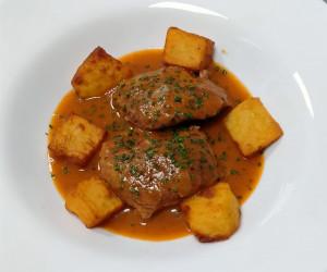Carrilleras de ibérico con salsa de tomate casera