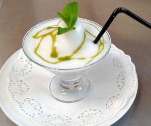 Sorbete de limón con sirope de hierbabuena